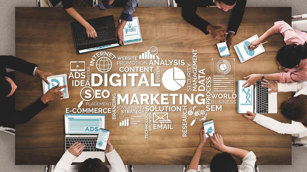 E-Ticarette Başarı için 3 Formül: Doğru Pazar Yeri Seçimi, Pazar Yerinin Yönetimi, İnfluencer Kampanyası