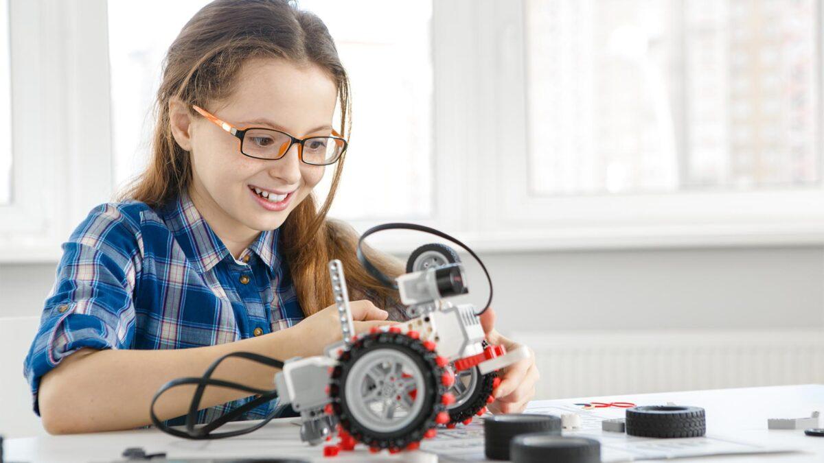 Future for Girls ' Kızlar için Gelecek ' Sergisi Açılıyor